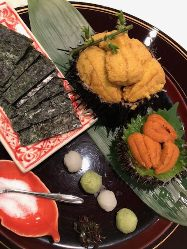 ムラサキウニとバフンウニの食べ比べ