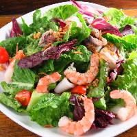 彩り野菜たっぷりの前菜たち。腹ペコのお客様も大満足★