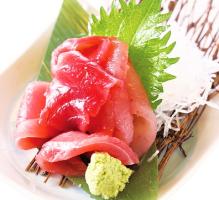 静岡の焼津港からバチマグロなどの数種類の鮪を盛ったお得な一品