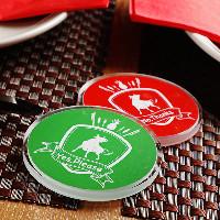 テーブルに置かれた札を緑にしてシュラスコの食べ放題スタート