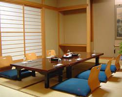 ご接待やご会食にお使い頂ける 静かな落ち着いた個室。