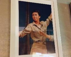 店内には女将さんの宝塚時代の写真も!