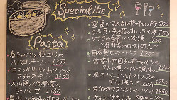 黒板メニュ目当てのお客様がいるくらい…旬の食材とアイデア光る