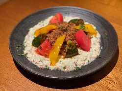 家庭料理も月替りで色々!一例)牛モモ肉と夏野菜のベエンディ