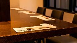 テーブル席は10名様以上で貸切可能です。