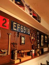 店内には鉄道グッズが沢山展示、中には貴重な一品も!?
