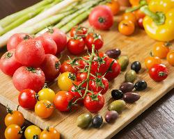 露地野菜や房総ポークなど、地元千葉県の新鮮な食材にこだわる