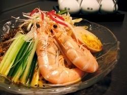 『特製エビ冷し坦々麺』¥980 ※秋冬でも人気あります
