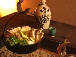 囲炉裏で鍋の贅沢なひととき・・ 二人前からご予約にて承ります