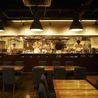 [目の前で観れる料理] ライブ感溢れるオープンキッチン!