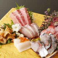 北海道の魚貝、神奈川佐島直送鮮魚のお刺身盛り合わせ!