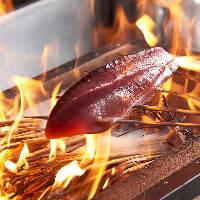 かっこ名物【わら焼たたき】が人気!豪快に焼き上げます。