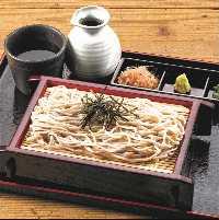 旬の食材を彩りよく盛った御膳で寛ぎのひとときを。