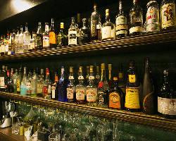 [豊富なドリンク] 250種以上のお酒からお好きな一杯をどうぞ