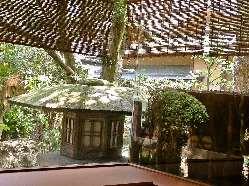 創業以来の日本庭園を見ながら 旬の美味をお楽しみ下さい