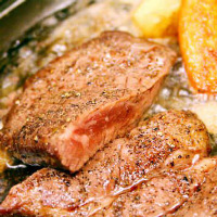 地物のお刺身からステーキまで、盛りだくさんのメニュー