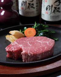 カニ料理はもちろんのこと、旬の食材を幅広く提供します。
