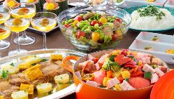 和洋を織り交ぜた料理。旬の食材を豊富に使用しました。