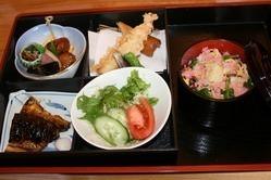 ご予算に応じ、松花堂弁当を お作りします。
