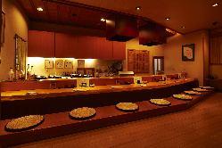 揚げたて天ぷら、加賀料理を 地酒で味わえるカウンター