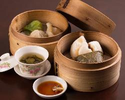 アジアンテイスト満載の店内でお茶のひと時を楽しんで下さい。