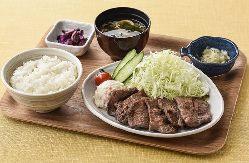 仙台名物「炭火焼き牛タン定食」