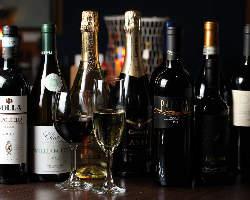 港沿いの落ち着いた雰囲気で、本格イタリアンと共にワインを♪