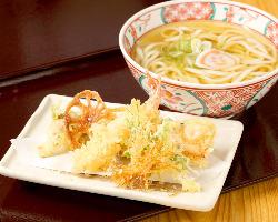 揚げたての天ぷらは別皿で提供いたします!