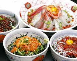 丼の種類がとても豊富!旬の鮮魚をご堪能ください。