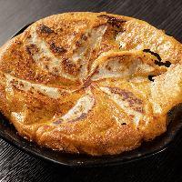 【チーズ羽餃子】 羽根の部分がパリパリ!女性に大人気です