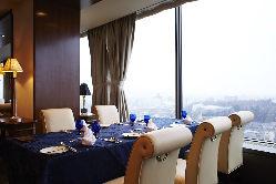 14階から見える街並みと、美味しいお食事をお楽しみください。