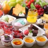 【新デザート】 グラスに飾られた色鮮やかなスィーツが新登場