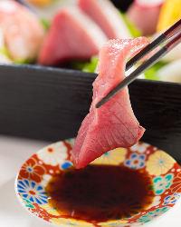 〈手作り土佐醤油〉 刺身は出汁香るやさしい味わいの土佐醤油で