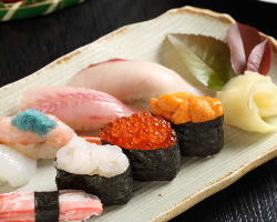 富山県新湊漁港から直送される新鮮なお魚を使ったお寿司。