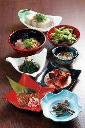 色々な種類をちょっとずつ・・・ という方には小鉢料理がお勧め