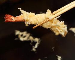 揚げたての天ぷらと釜揚げ自家製手打ちうどんを!
