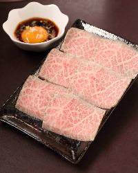 信頼の肉卸から仕入れる厳選肉。遠方からお越しの常連様も多数