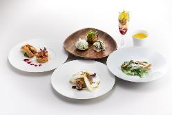 季節の食材を使用した料理をディナーコースでお楽しみください。