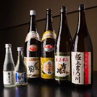 日本酒は新潟の地酒をご用意。新鮮魚介とお楽しみください。