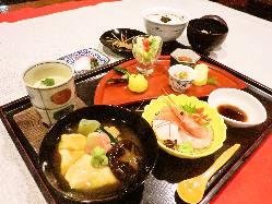 【人気】四季ごちそう膳 四季折々の旬の味はどれも手造り。