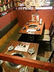 半個室風のテーブル席もあり!