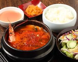 ランチは純豆腐セットがおすすめ!スープまでしっかり旨い!