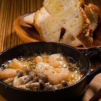 アツアツの鍋からオイルの香りと弾ける美味しさのメロディ♪