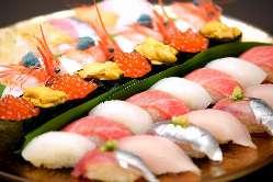 コースそれぞれに新鮮な魚を使用したお寿司やお造りをご用意!