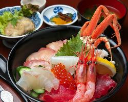 海鮮丼もボリューム満点です。是非ご賞味ください!