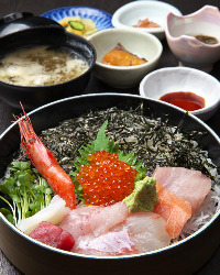 水産直営店のため、いつでも新鮮な魚介を召し上がれます。