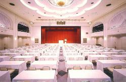 少人数から最大500名まで、人数に応じた会場をご用意できます。