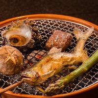 季節によって美味しい食材を使った炭火焼き