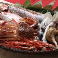 地元漁港や漁師さんから直接仕入れる新鮮鮮魚が美味しさのカギ!