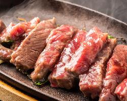 昨年大好評の欧州産鉄板サーロインステーキがまた始めました!